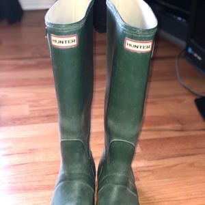 Hunter boots green size 8